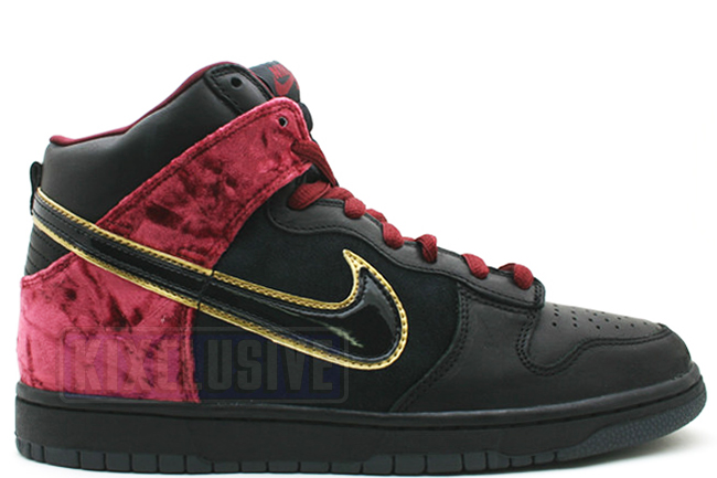 super popular f68fa 44a6a Nike Dunk High Premium SB Bloody Sunday