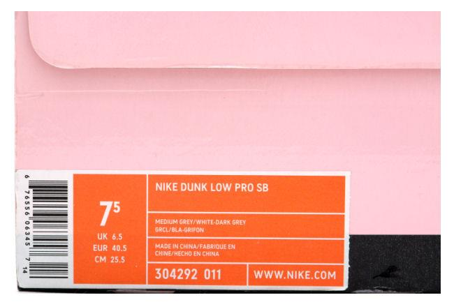Info: Super limited Dunk SB release as part of the 2005 Dunk City Series.  The oustide heel has the Pigeon to symbolize New York.